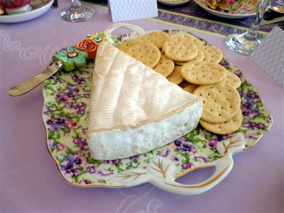 Appetizer: Brie with crackers