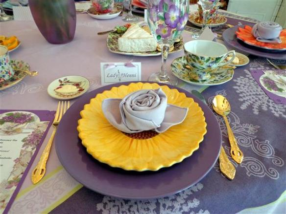 I loved my place setting! Sunflowers are one of my favorite flowers!