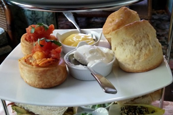 Platform 9 3/4 to Breads (served with Yin Hao Jasmine green tea): Railway cheddar pinwheel with roasted tomatoes and St. James' traditional cream scone with lemon curd and clotted cream