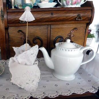 Parasol in a teacup