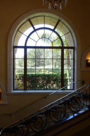 Beautiful arch windows that let in natural light